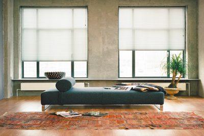 Moderne Plissees im Wohnzimmer