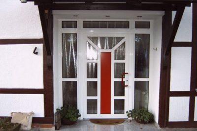 Eingang mit Glastür