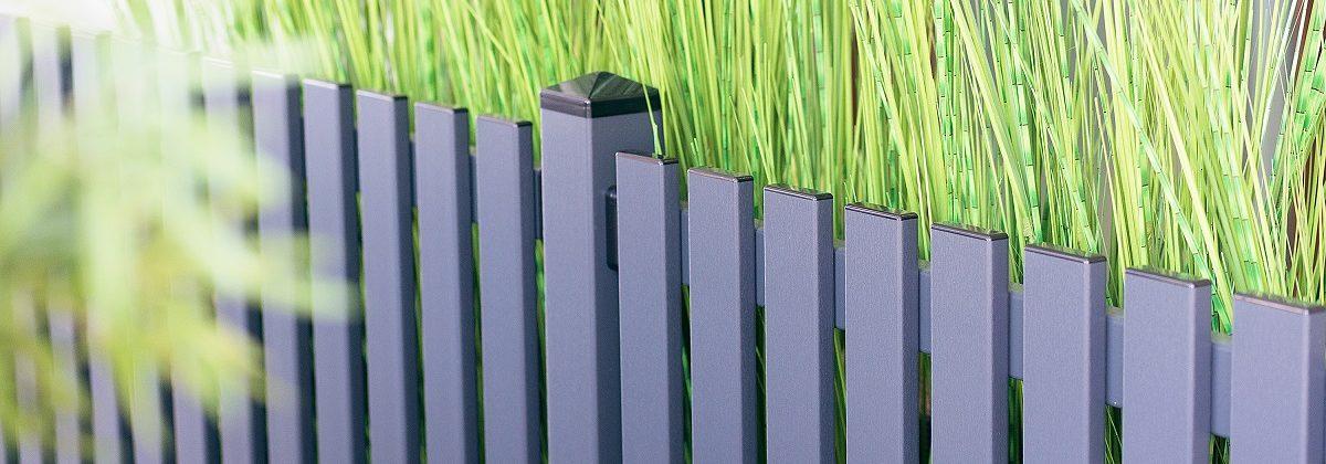 Blauer Zaun